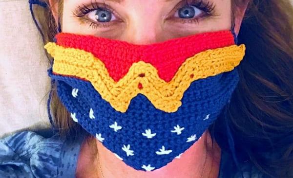 wonder woman crochet face mask, crochet face mask, crochet face mask free pattern, diy face mask, handmade face mask, crochet free patterns